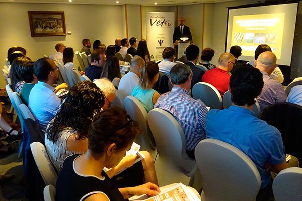 veti celebra con exito un taller de colaboracion publicoprivada en sanidad animal en avicultura