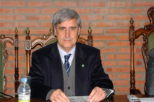 juan jose badiola presidente de honor del colegio de veterinarios de zaragoza