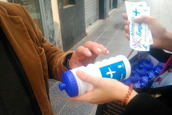almeria reparte diez mil kits higienicos para excrementos y orines de perro