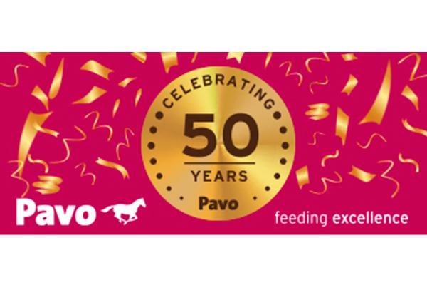 pavo 50 aos alimentando excelencia