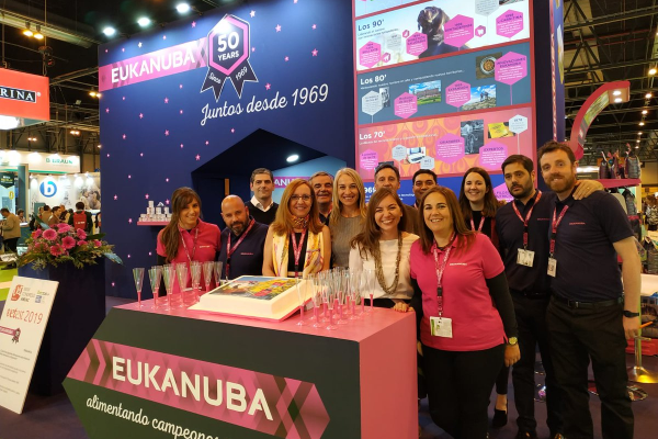 eukanuba celebra su 50 aniversario en iberzoopropet