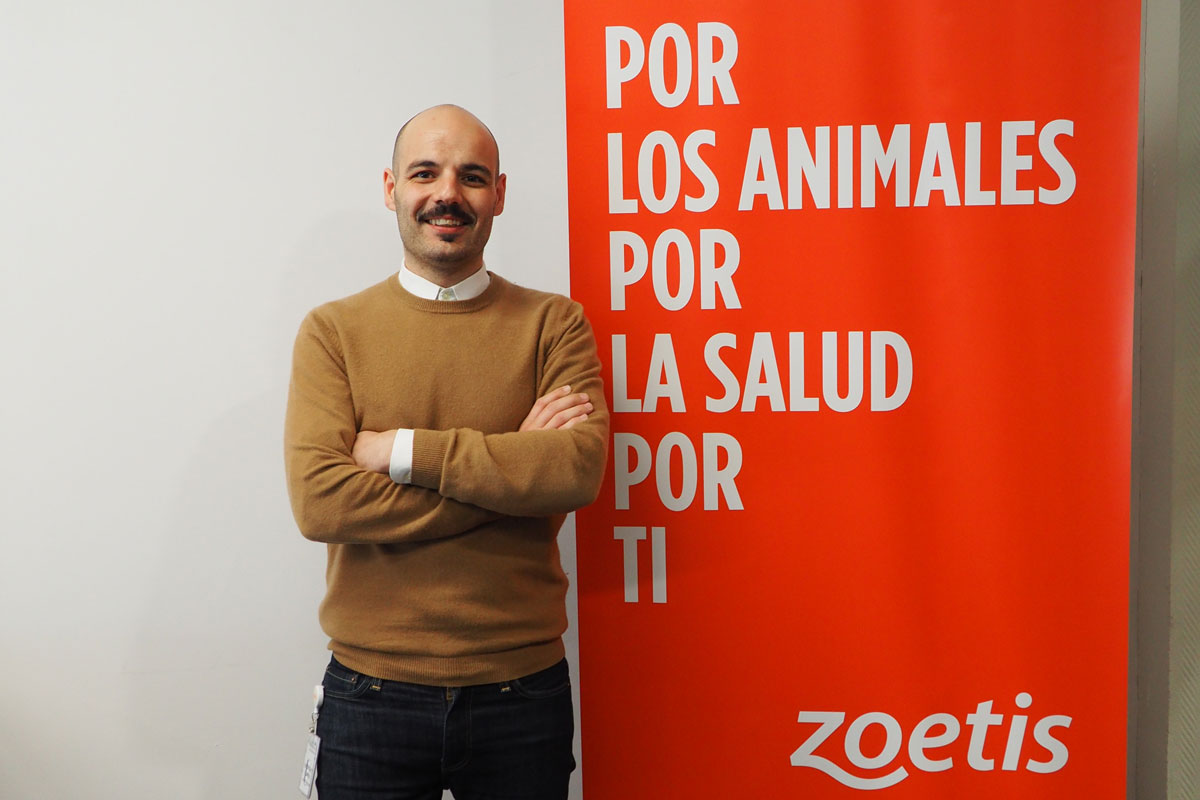 virgilio martnez nuevo marketing manager de animales de compaa de zoetis