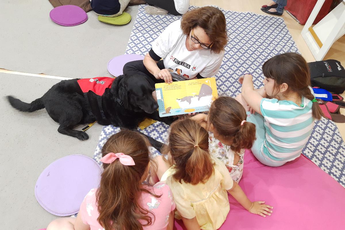 seis perros fomentan la lectura entre los nios en la feria del libro de madrid