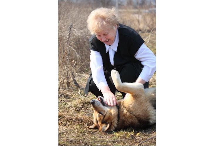 la-rsce-promueve-una-campana-para-pasear-a-los-perros-de-los-mayores