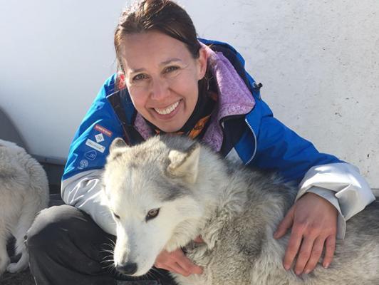 una profesora del ceu parte del equipo veterinario internacional de la carrera de trineos lekkarod 2017