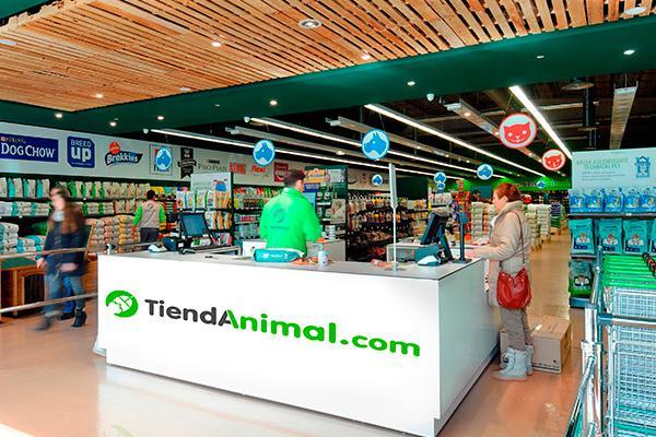 tiendanimal consolida su liderazgo en el sector de las mascotas con un 2016 para enmarcar
