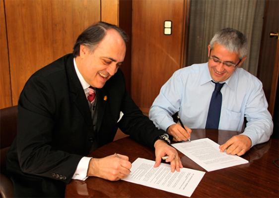 los cov de valladolid y castelloacuten firman el primer hermanamiento de dos colegios veterinarios